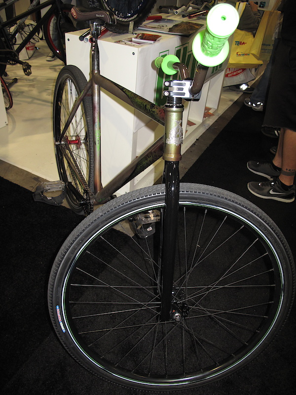 A commuter/city/fixie/hipsy bike from Black Market. Its spreading.
