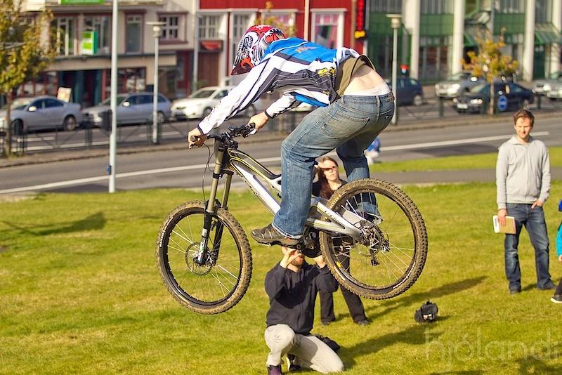 Last jump. Photo by Ingvar Ómarsson.