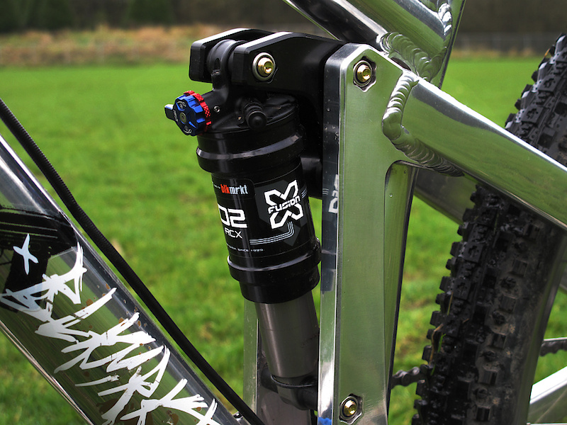 The Killswitch's X-Fusion O2 RCX shock has been tuned to work with the bike's Hammer Link suspension. The result is a rear end that can swallow landing to flat, while at the same time take out the small chop found on beat up slope style courses.