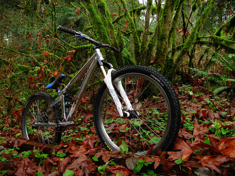 Black Market's Killswitch is a 100mm travel slope bike that has been designed to handle like a hardtail, but offer the advantages of a full suspension bike.