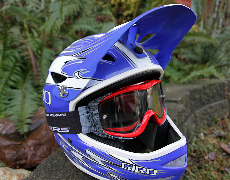 The Shore goggle from Ryders is a brand new offering for 2011<br><br><span style='font-size:19px'>Ryders Shore goggle features:</span> <br><br>- Flexible, impact resistant frame<br>- Wide range hinged strap allowing the goggles to fit in any helmet<br>- MTB specific air intakes that allow fresh air in without allowing breathe vapor from entering the vents from below<br>- Hypoallergenic foam for soft face contact<br>- Adjustable strap with anti-slip silicone<br>- Black/white or black/black colors available, red coming soon<br>- MSRP $49.99 CAD (<I>clear</I>), $69.99 CAD (<I>polarized</I>)<br><br><span style='font-size:19px'>Ryders Shore lens details:</span> <br><br>- Shatterproof double lens<br>- Integrated tear-off posts<br>- 100% UV protection<br>- Fog and scratch resistant coating<br>- Clear: 96% visible light transmission (VLT), Polarized: 43% VLT<br>- Polarized only: Horizontal Glare Reflective (HLR) filter inside the lens reflects 99% of glare from rocks, water, pavement and other reflective surfaces