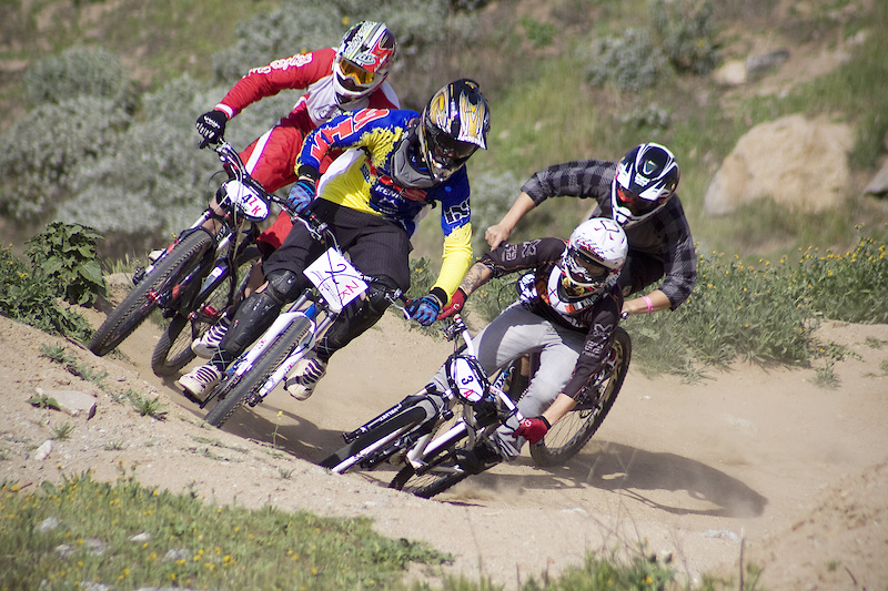 Carney edges out everyone for the holeshot