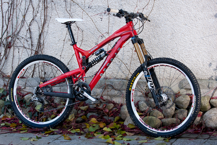 15,2 kg with TI spring and Intense tires.