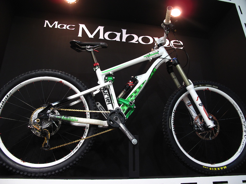 Mac Mahone had a number of great looking bikes on display but their Pluriel is the model that caught my eye. The 150mm travel bike looks to be quite beefy, although it is sold as a all-mountain/light freeride rig, and sports an interesting rear suspension layout. The swingarm rotates around a single pivot point at what looks to be about level with the height of a 32 tooth chain ring, while a compact linkage at the top is used solely to keep everything stiff and in line. A pull style linkage actives the rear shock via two links, one on the underside of the down tube.