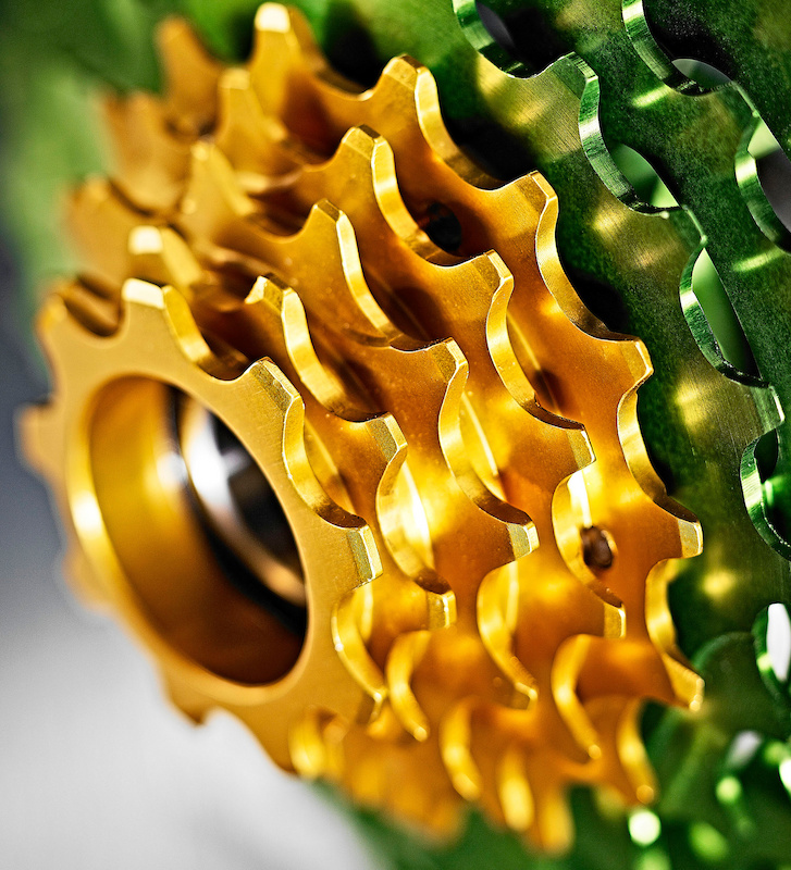 The nine-tooth cog is roughly the same diameter as the spline of a standard freehub. To prevent premature wear, Hope machines the last five cogs in one piece from a steel alloy which will remain a secret.
