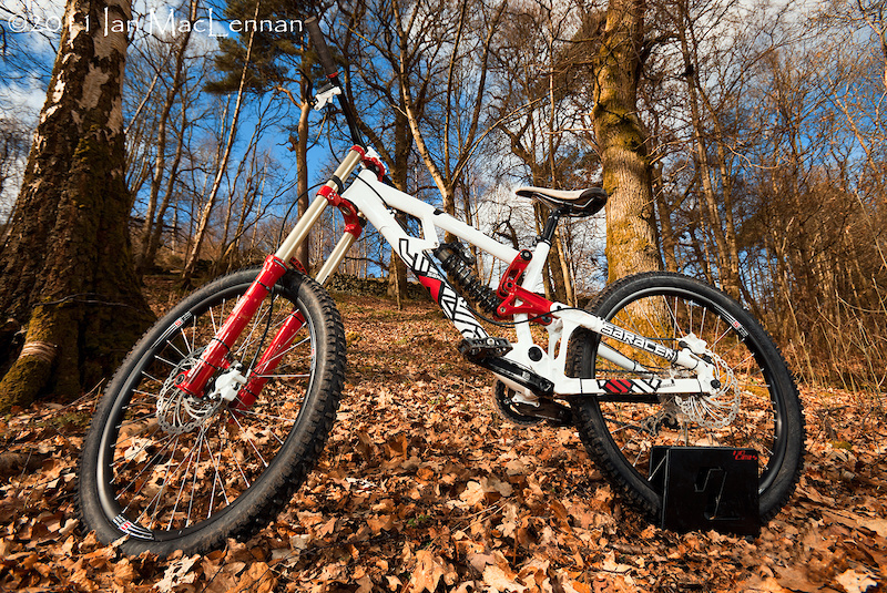 Saracen looks to bring top end performance to the game in a more affordable package with the Myst downhill racer.