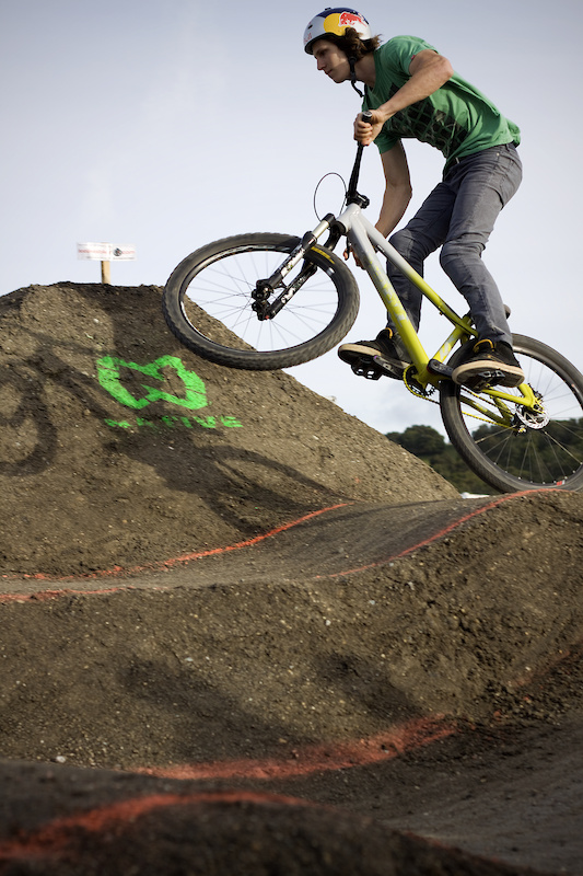 Brandon Semenuk cruised his way to the finals with effortless style