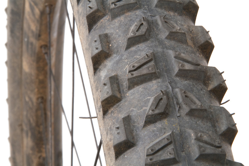 The burly sidewall of theWildRock'R Advanced makes it a great choice for riders who struggle to find reliable tires, but beware if you spend a lot of time riding wet trails.