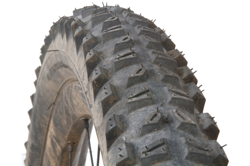 Michelin's WildRock'R Advanced is an aggressive, tubeless tire best suited to challenging terrain.<br><br><span style='font-size:17px'>WildRock'R Advanced details:</span><br><br>- Intended use: Cross-country/all-mountain<br>- Tubeless casing w/ UST bead<br>- Dual compound tread<br>- Sizes: 26 x 2.10, 26 x 2.25<br>- 127 TPI (<i>threads per inch</i>)<br>- Weight: 26 x 2.25 - 844 grams (<i>claimed: 940g</i>)<br>- MSRP $75.99 USD