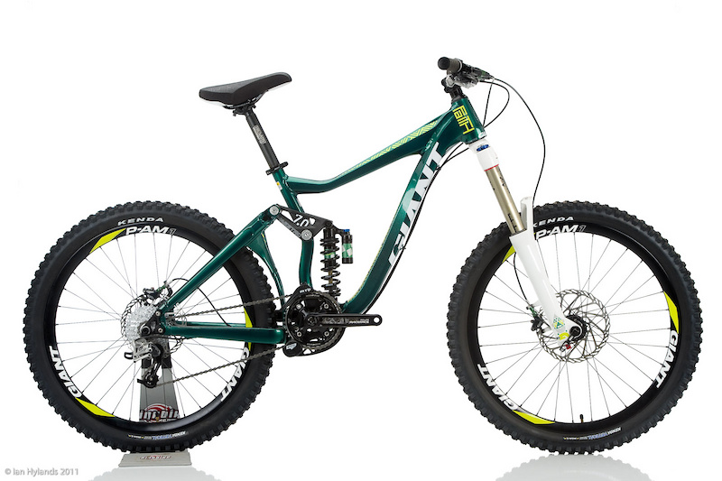 <i>Giant's Faith is a dedicated freeriding bike with a sturdy triangulated swingarm, so we suspect that the rear-wheel chatter that boss808 is experiencing under braking is caused by insufficient spoke tension.</i>