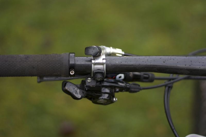 SRAM's MatchMaker clamps keep the handlebars nice and tidy while retaining a large degree of adjustability.