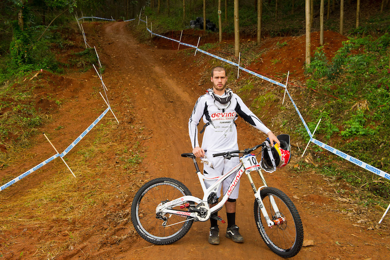 Steve Smith spent the winter getting used to his brand new Wilson from Devinci - changing bikes is never a small thing; it takes a bit of time to get dialed, typically. However, Steve felt at home on the Wilson right out of the box. But riding/training on your home trails is not the same as the week in, week out abuse a bike sees on the World Cup Circuit, so we caught up with Steve at Pietermaritzburg to get his take on the new ride and how it's handled the relatively straight forward DH track in South Africa: ''<I>I'd say that the thing that most impressed me so far with the Wilson in South Africa was been how stable it was. it was very comfortable in those high speed rough sections. I didn't have to worry about a thing: just looking forward and keeping it pinned. I'm really stoked on it so far; the angles are great and the bike suites me well. I am REALLY looking forward to Fort William so I can give it a proper bashing, though.</I>''