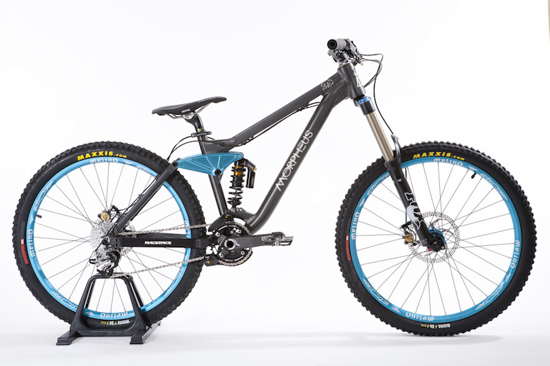 Different components and travel settings make the Loki freeride capable