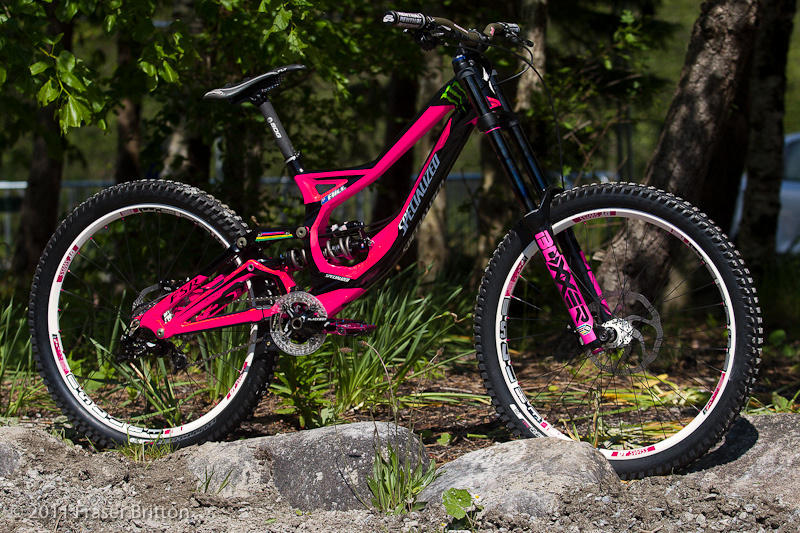 Sam Hill's custom pink Specialized Demo for the Fort William WC. Photo by Fraser Britton