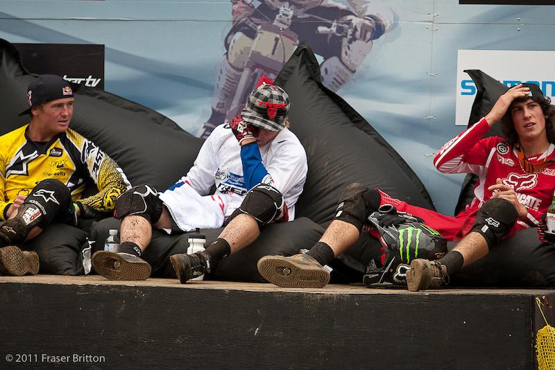 The hot seat reacts to Greg Minnaar crashing during finals.