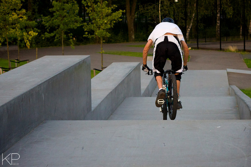 this is me riding at the skatepark near AHOY, riding on a yeti DJ