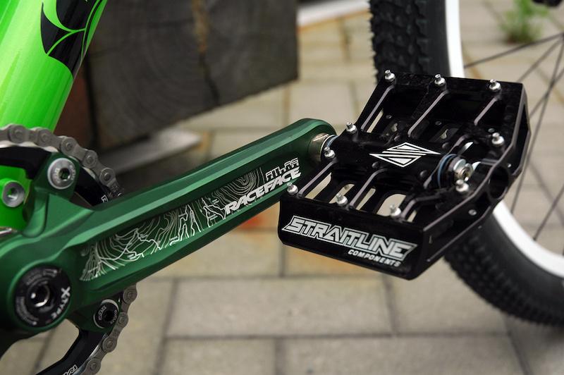 Race Face Atlas FR Cranks amp Straitline pedals