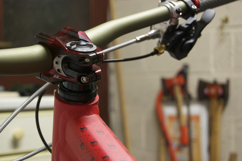 Commencal Supereme 6 Straitline Stem and Renthal bars
