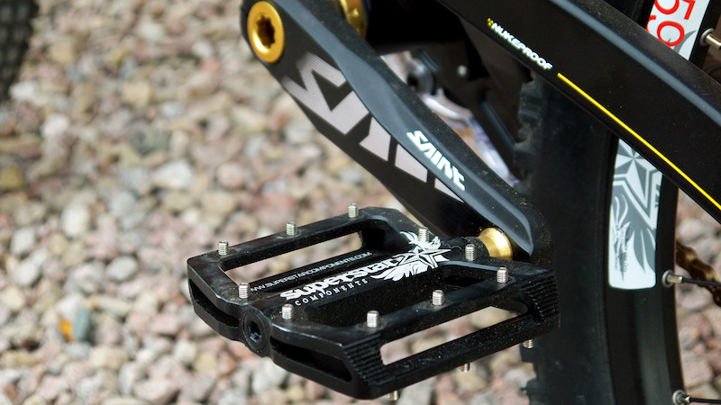 Shimano Saint cranks on Superstar CNC Nano Flats with Gold Ti axles