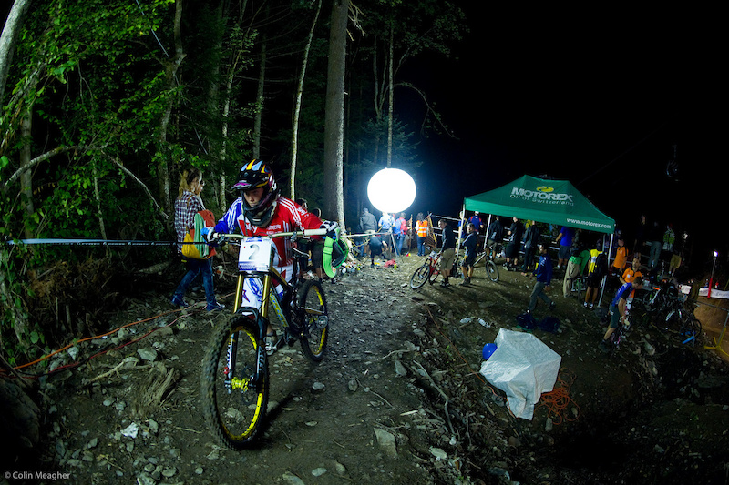 Taking a cue from last year s 4X Worlds Fionn Griffiths rocked out the DH bike the whole time and came home silver.