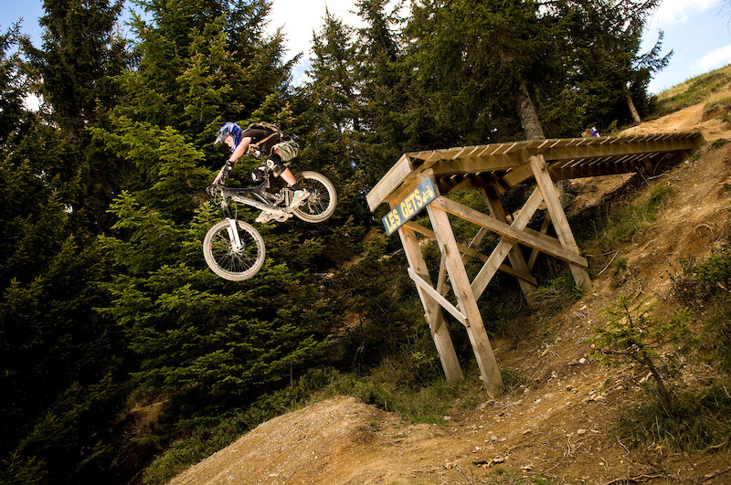 Ian from Alpine Elements drops the big one on the Jump Park trail at Les Gets.