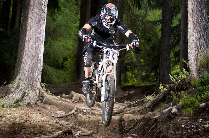 David from WorldBikeParks rides the roots on the famous UCI course at Planai-Schladming.