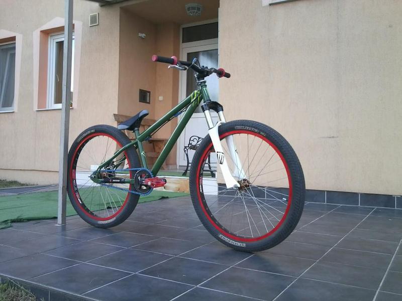 nah kész lett az új bicom.!  hardy 1 steel + marzocchi dj3 + truvativ hussefelt... :D:D:D