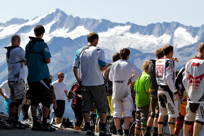 riders meeting with an amazing view onto the glaciers around Neukirchen