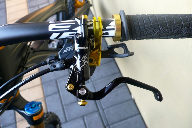 2011 Shimano XTR M980 - hangers stripped and plated with a gold ceramic plating - mounting bolts replaced with gold titanium Formula The One - mounting bolts replaced with gold titanium 2011 Easton Haven carbon ODI Grips Troy Lee Lock-On with Gold Clamps