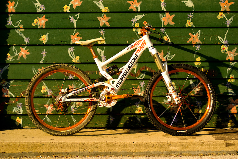 2010 Morewood Makulu w lots of custom ano stuff. 2010 rock shox totem crank brothers iodine wheels thomson seatpost avid code brakes race face cranks and bars straitline stem and brake levers e.13 srs chain guide