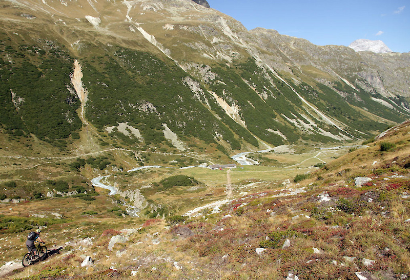 Descent to Spinas