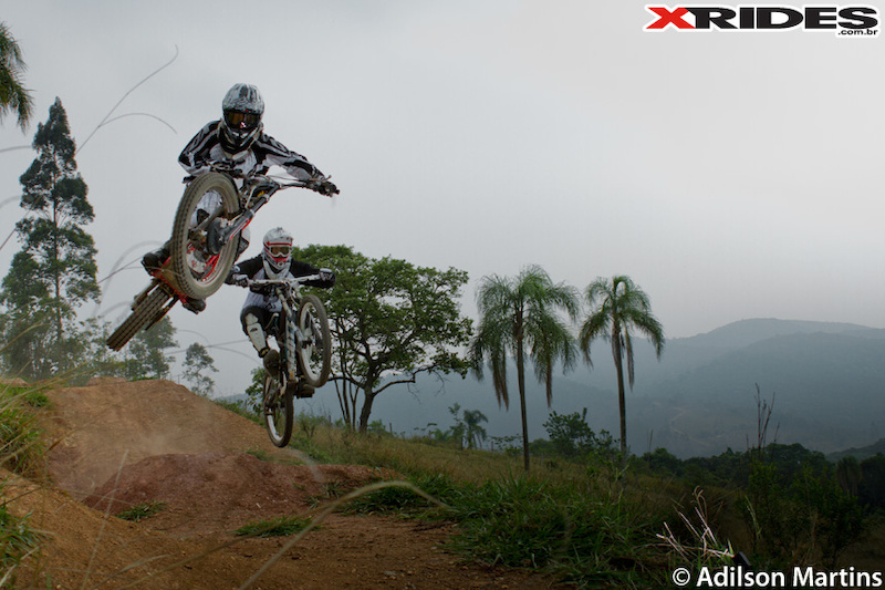 Session de mountain bike freeride no Green Bike Park Cantareira