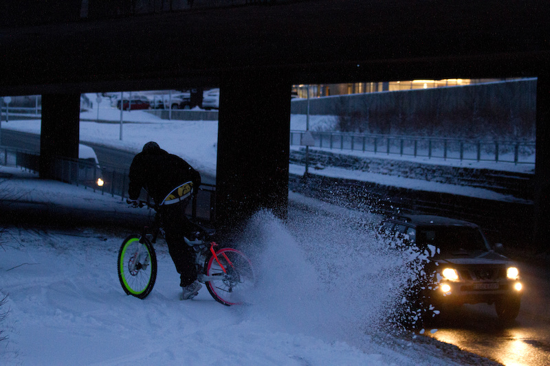In Iceland there is snow... and in snow you can do many many things for example go drifting no rear brake involved btw.