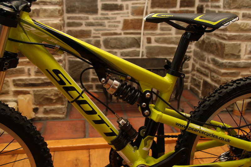 J-Tech customised Stratos shock with remote reservoir