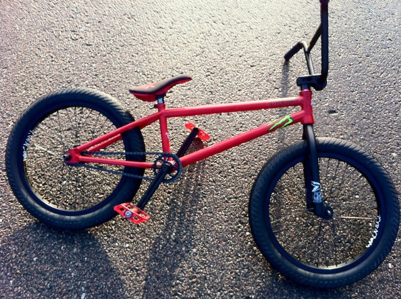 The bike my sponsor send me, loooove it. Tempered bikes fram. macneil wheels flybikes parts etc.