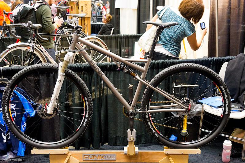 Funk titanium pivotless design bike