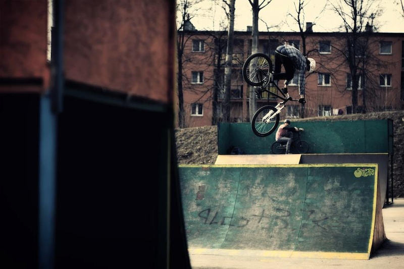 360 over spine by http://sheiffa.pinkbike.com/