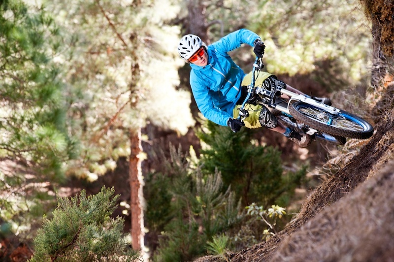 Winter DH training on the canary islands. Julia rides some local Trails on La Palma.