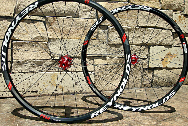 Reynolds Carbon AM wheelset side shot