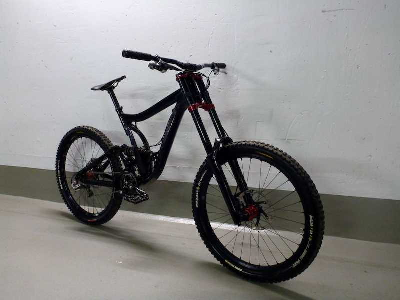 Norco Team DH 2010 - Large 888 RC3 Evo with YT Tues LTD Crowns Vivid 5.1 with K9 Race Steel Spring much more ...