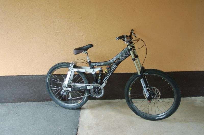 My Ellsworth Dare, current version. I'm going to rebuild it with new parts. Especially a new saddle, haha!