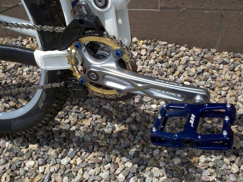My New Single Speed Set Up -RaceFace Evolve SS Crankset -RaceFace 32t Gold Chainring -E thirteen Ls1 Chainguide