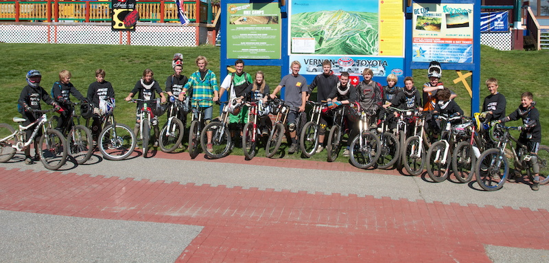 Group shot of the first Elevate Mtn Bike Camp. Thanks to Zee Dakine and Clif Bars for helping out See you next summer