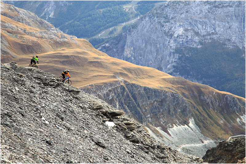 Snow on the last 250m, we will have to come back to ride the summit. But a great day and an amazing descent