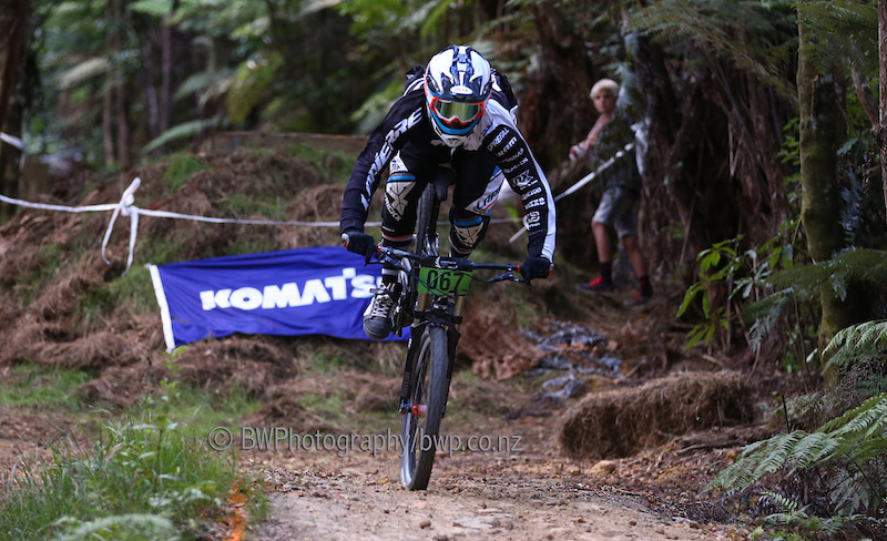 090213 Loic Bruni narrowly avoids going over the front. Bike NZ Mountain Bike Cup Series, Downhill, Hunua Ranges. . Photo: Simon Watts/bwp.co.nz/bikeNZ