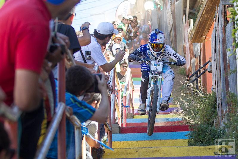 Marcello Gutierrez wins the 2013 Redbull Cerro Abajo urban Dh race.