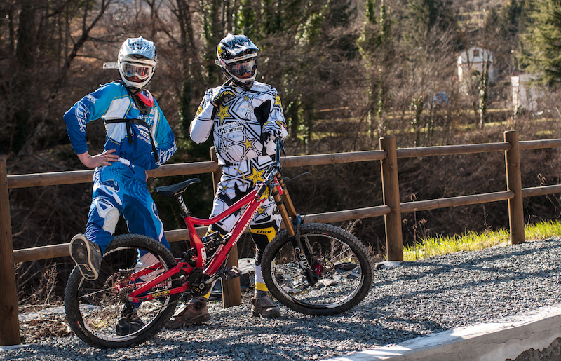 Team riders preparing for the uplift at Molni Freeride.