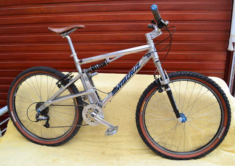 this is my 1997 santa cruz heckler. its practically like new condition and 90 original parts
