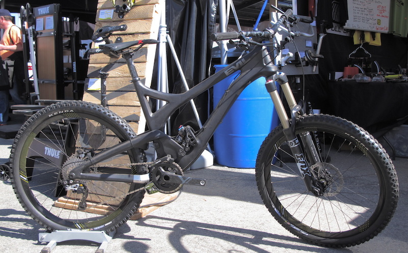 Gravity Gradient equipped Evil Uprising at the Gravity booth. The carbon Trail Enduro components are looking good.