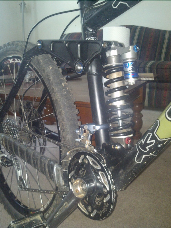 Just a better(?) picture of the crank setup and rear shock. Shock is a 2003 Fox Vanilla RC.